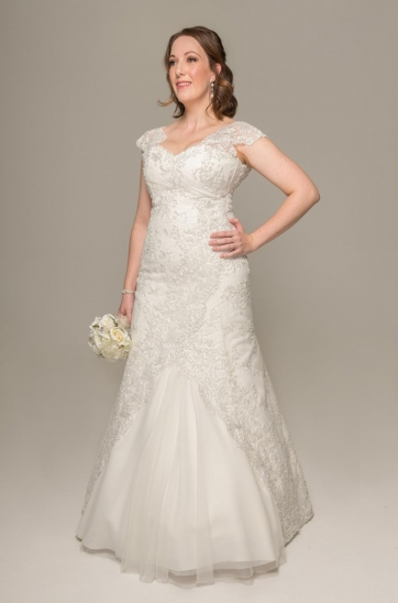 We design exquisite wedding gowns to hire or to buy :: Ilse Roux ...